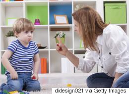 كيف تجعل طفلك يعتذر عندما يخطئ؟