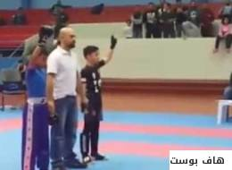 فيديو صادم لكويتي يعتدي على طفل مصري بعدما فاز على ابنه في مباراة كاراتيه