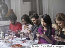 تطبيق جديد يكافئك على عدم تصفُّح فيسبوك بتذاكر سينما.. ويساعد على التخلص من إدمان الهواتف الذكية؟
