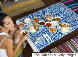 صحفية أسترالية زارت القاهرة لتجربة الطعام المصري.. فماذا أكلت؟ وكيف كان رد فعلها؟