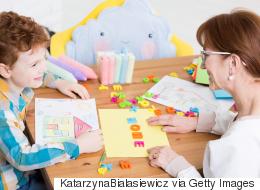 تعلُّم لغة ثانية يحدُّ من ظهور أعراض التوحد لدى طفلك.. دراسة