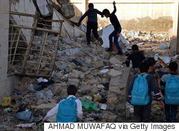 مدارس بدوام ثلاثي ولا استراحات للطلبة.. ماذا فعلت الحربُ بالتعليم في العراق؟
