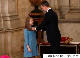منح لأفراد العائلات المالكة طوال 6 قرون.. ملك إسبانيا يمنح ابنته وشاحاً ذهبياً رفيعاً