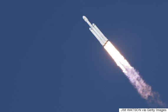 شركة سبيس الأميركية تطلق أقوى o-HEAVY-FALCON-ROCKET-570.jpg?1