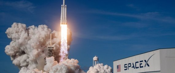 spacex lancement r ussi de la super fus e falcon heavy. Black Bedroom Furniture Sets. Home Design Ideas