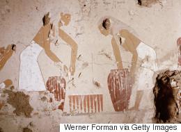 علماء الآثار يكتشفون معامل لصنع البيرة بمصر الفرعونية.. تاريخها يعود إلى نفس وقت بناء الأهرامات