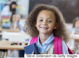 الحضن والقبلات.. 10 أشياء يحتاجها طفلك في أول سبع سنوات من عمره