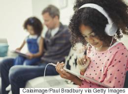 لماذا يحب الأطفال الألعاب الإلكترونية أكثر من آبائهم؟.. لغة الوقت تجيب عن ذلك