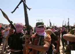 كما لو أنهم مخدّرون.. لماذا لا يستيقظ العراقيون من الغيبوبة القبليّة والمذهبية التي دمّرت حياتهم؟