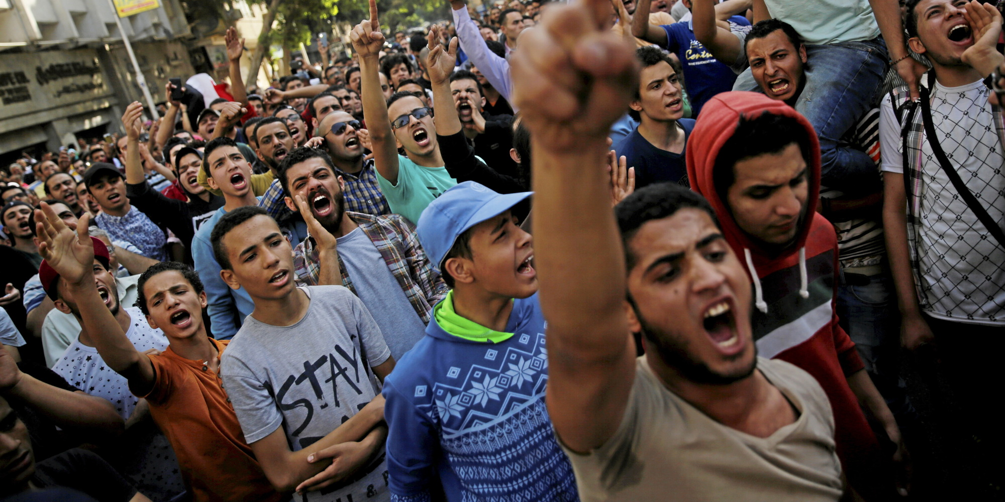 داعش المحاصرة في سيناء والقاعدة المتمددة في غربي مصر يتنافسان على شباب الإخوان..  سلميتكم جلبت لكم الذل