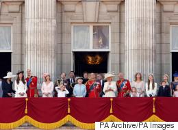 من إفريقيا إلى جزيرة معزولة تكلفة الإقامة بها 5500 إسترليني في الليلة..أين يقضي أفراد العائلة الملكية البريطانية شهر العسل؟