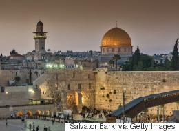 موقع إسرائيلي يكشف تفاصيل ضغوط  مارستها مصر والسعودية على أبو مازن للقبول بـ