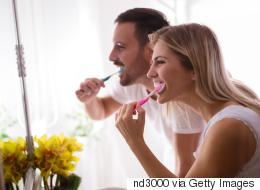لا تفرش أسنانك بعد الأكل مباشرة.. 7 أخطاء ترتكبها في حق أسنانك كل يوم