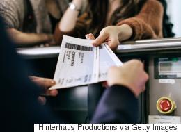 معلومات هامة لا يعرفها أغلب المسافرين.. إليك تفسيراً للرموز الموجودة على تذكرة الطيران