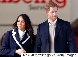 بعد سنوات من قيادتها السيارة على اليسار.. الأمير هاري يعلّم خطيبته القيادة على الطريقة البريطانية