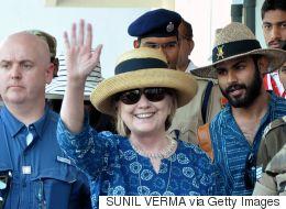 شاهد.. هيلاري تتعرض لموقف محرج للمرة الثانية خلال زيارتها للهند