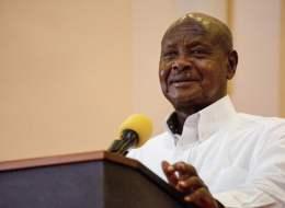 رئيس أوغندا يتفوَّق على نفسه ويكشف سبب الفقر في إفريقيا: إنهم ينامون كثيراً