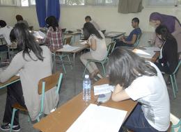 الطلاب حائرون والأساتذة غاضبون.. الجزائر تستخدم فيسبوك لاستشارة التلاميذ حول مواعيد الامتحانات