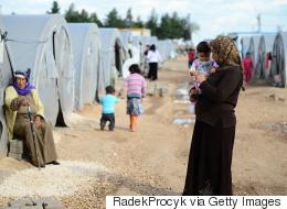 آلام اللاجئين السوريين.. كبار يرجون النسيان وصغار يتشبَّثون بماضٍ مفقود