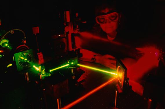 e9291a549 الصين تبتكر ليزر طاقتُه تعادل آلاف المرات كهرباء الأرض.. كيف ستستفيد من هذا  الإنجاز؟