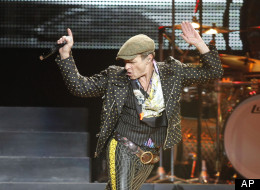 WATCH: David Lee Roth & His Dog Comment On Van Halen Tour