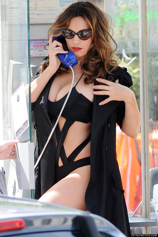 kelly brook phone