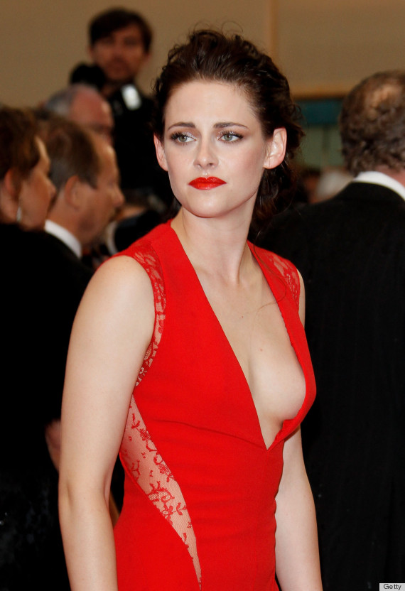 Kristen Stewart Sideboob Makes An Appearance At 'Cosmopolis' Premiere ...
