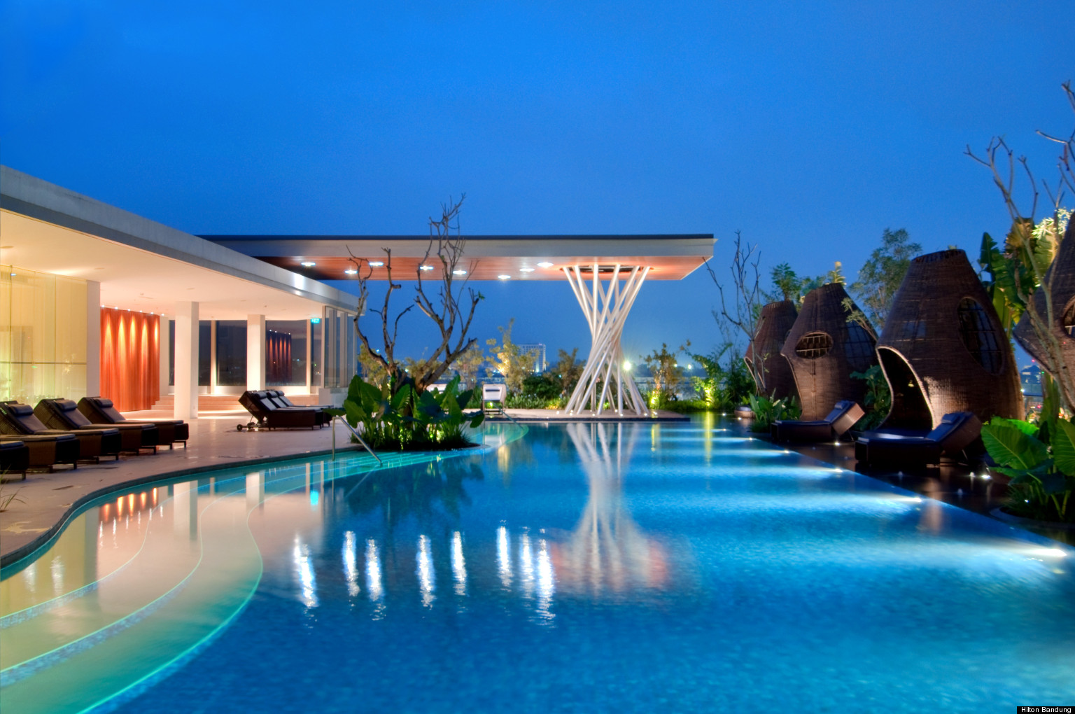 Top ten hotel rooftop pools huffpost uk for Top 10 swimming pools