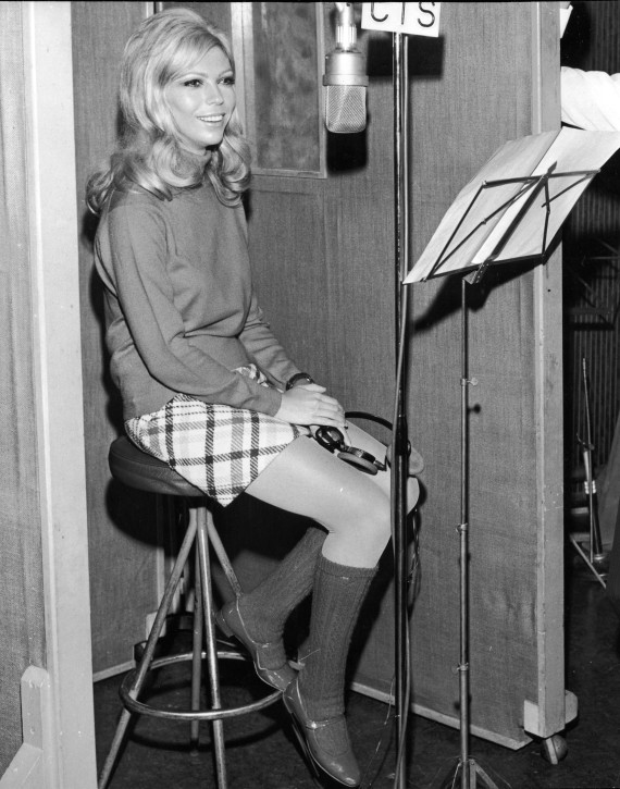 Nancy Sinatra S Flirty 60s Style And How To Get It