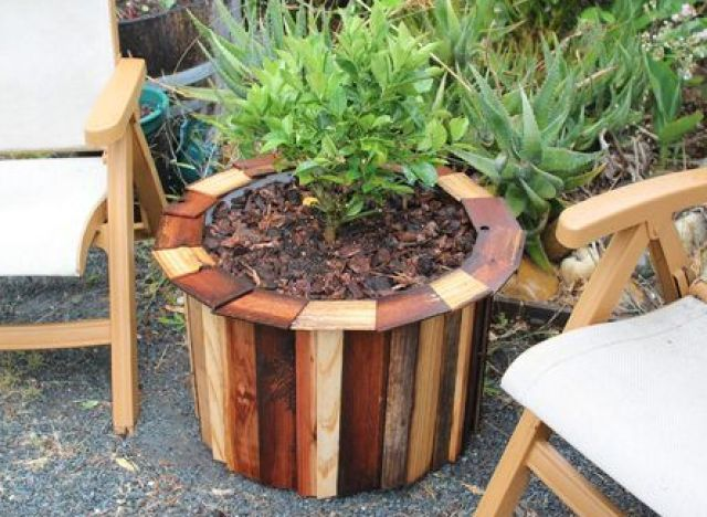 Diy ideas turn a plastic barrel into an outdoor planter for Outdoor wood projects ideas