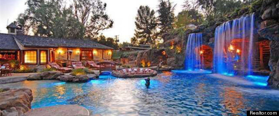 Drake S House Hip Hop Star Buys Party Pad In Hidden Hills