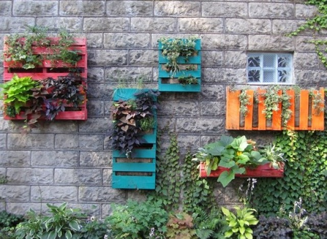 Hanging Wall Garden Diy : Diy ideas make a beautiful wall garden from old pallets