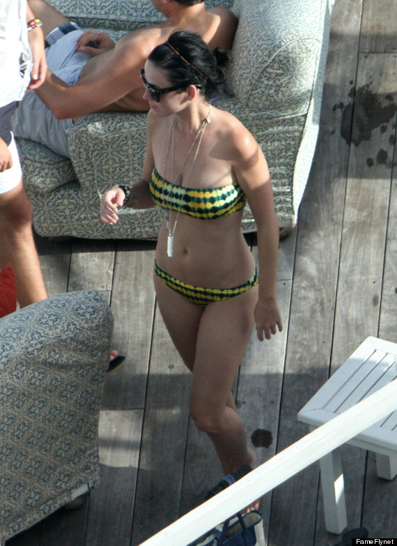 Katy Perry Bikini Singer Flaunts Her Curves In Strapless