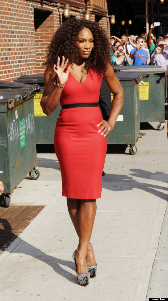 Serena Williams' Tight Dress Shows Off Her Feminine Figure (PHOTOS)