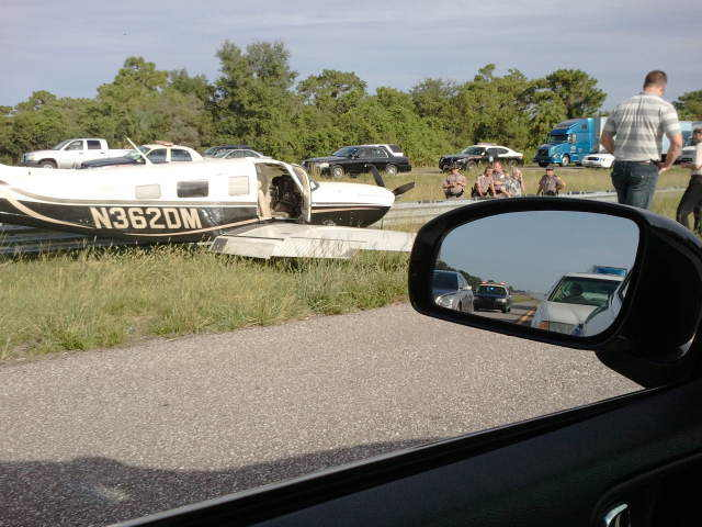 plane lands on i75 gibsonton tampa