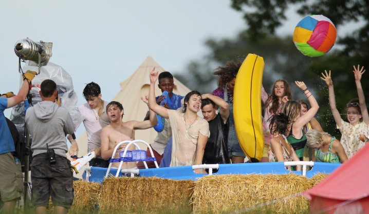 live while were young photos