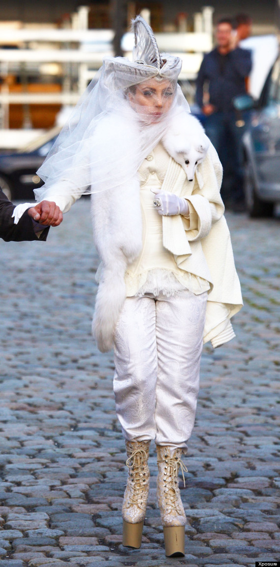 lady gaga sports fox fur scarf in germany is she trying to wind peta up pics. Black Bedroom Furniture Sets. Home Design Ideas