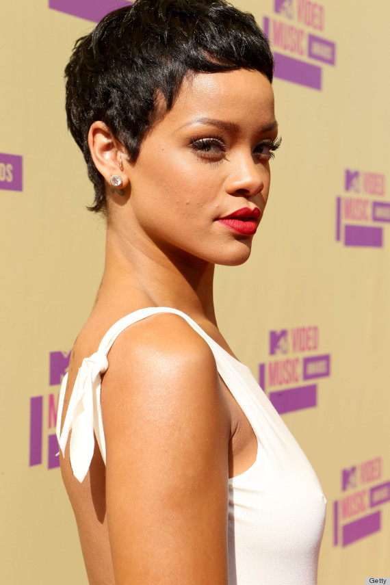 rihanna 39 s vma 2012 hair is seriously short photos huffpost. Black Bedroom Furniture Sets. Home Design Ideas