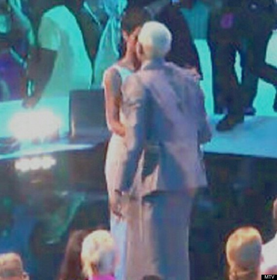 rihanna chris brown vmas