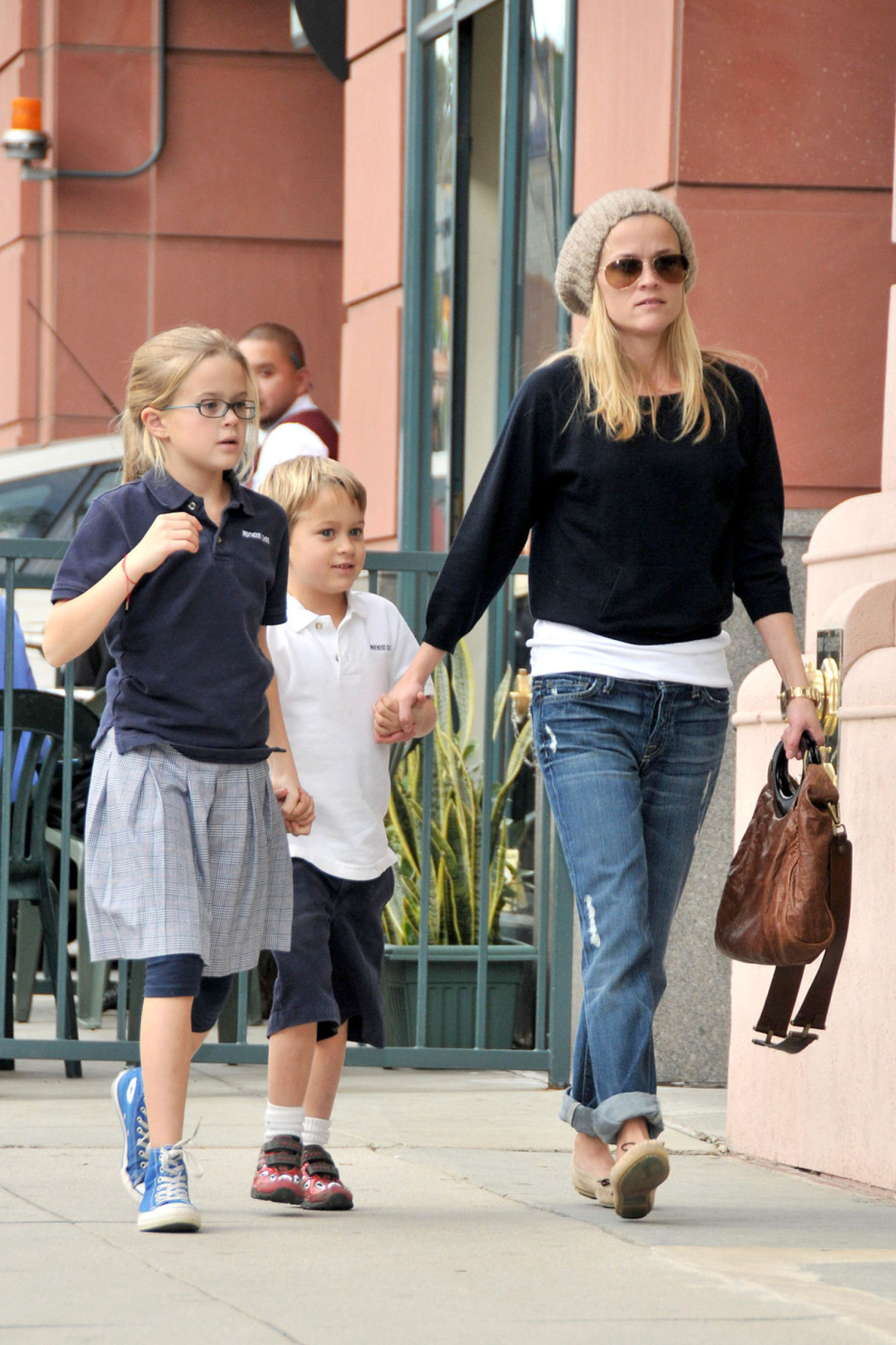 Angelina Jolie, Reese Witherspoon And 14 Stylish Parents ... Ryan Phillippe Tv