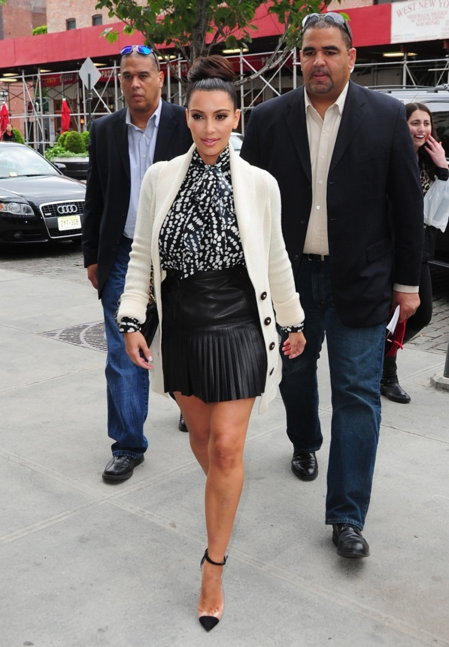 Kim Kardashian & Angelina Jolie Prove That Leather Skirts Work On ...