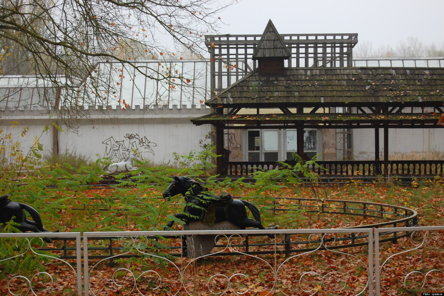 spreepark berlin sits abandoned 11 years after closing photos huffpost. Black Bedroom Furniture Sets. Home Design Ideas
