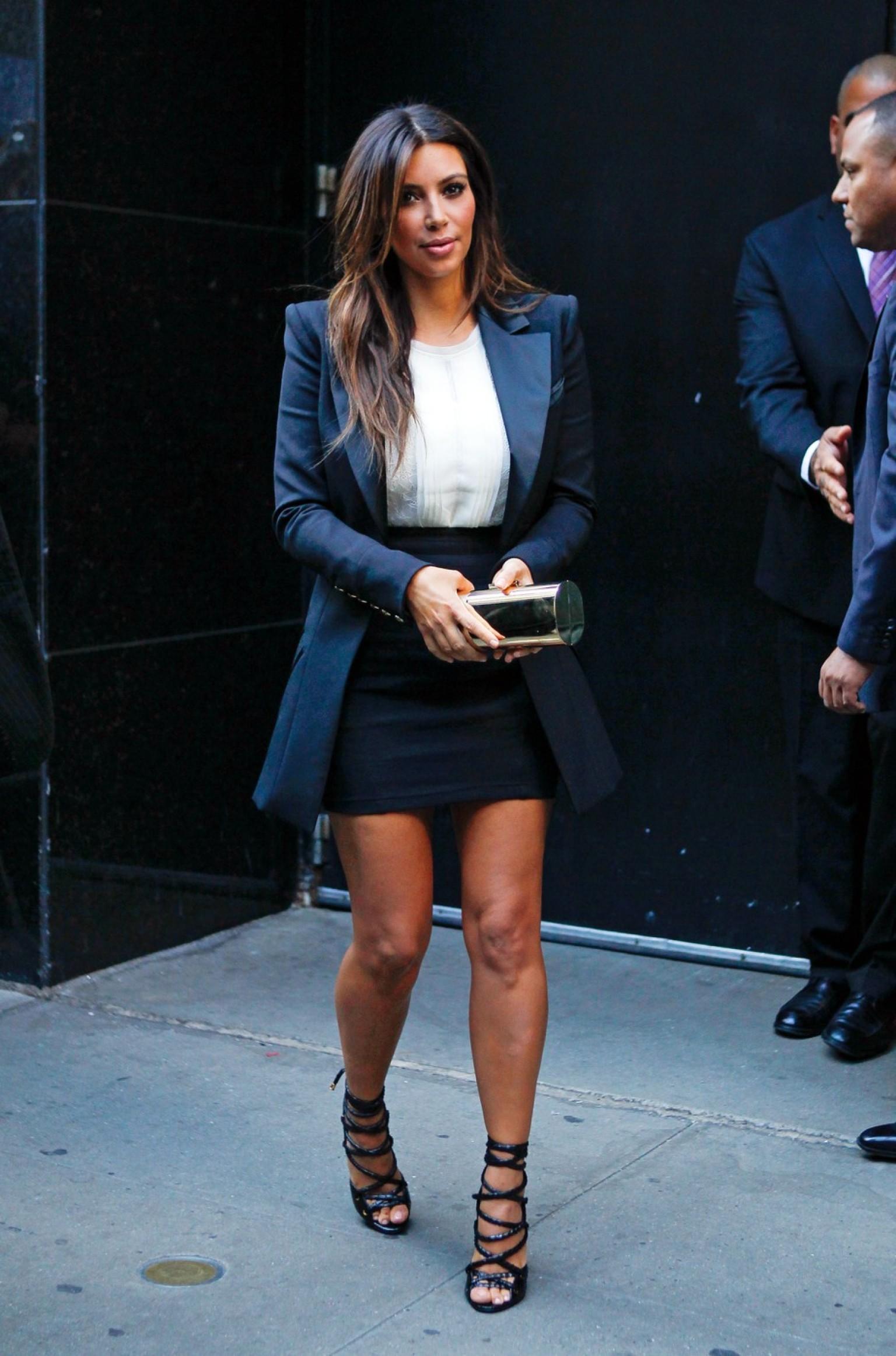 Kim Kardashian Knows How To Dress Her Curves Photo