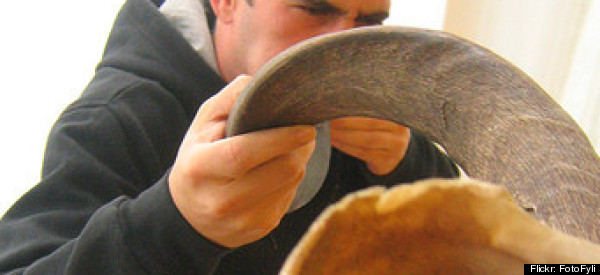 WATCH: How To Blow A Shofar