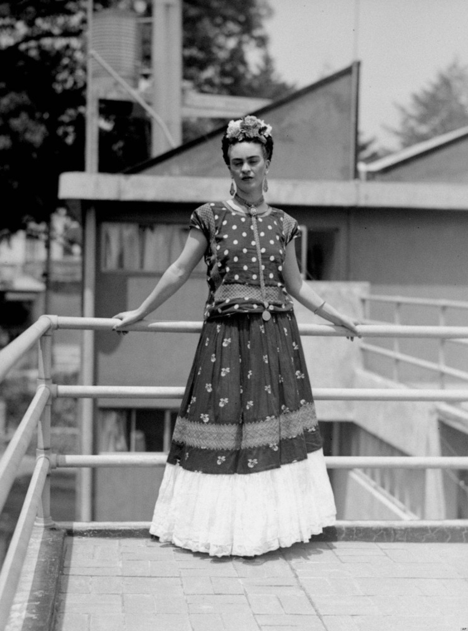 national hispanic heritage month 2012 we pay tribute to frida kahlo 39 s iconic style photos. Black Bedroom Furniture Sets. Home Design Ideas