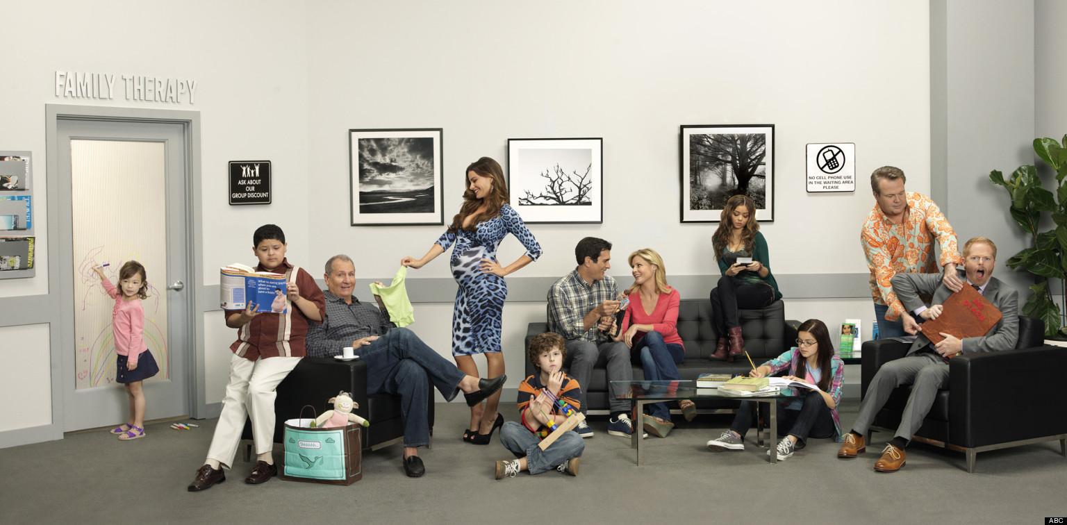 'Modern Family' Season 4 Photo: Pregnant Gloria Takes ...
