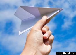 Un avion de papier ébranle le Parlement