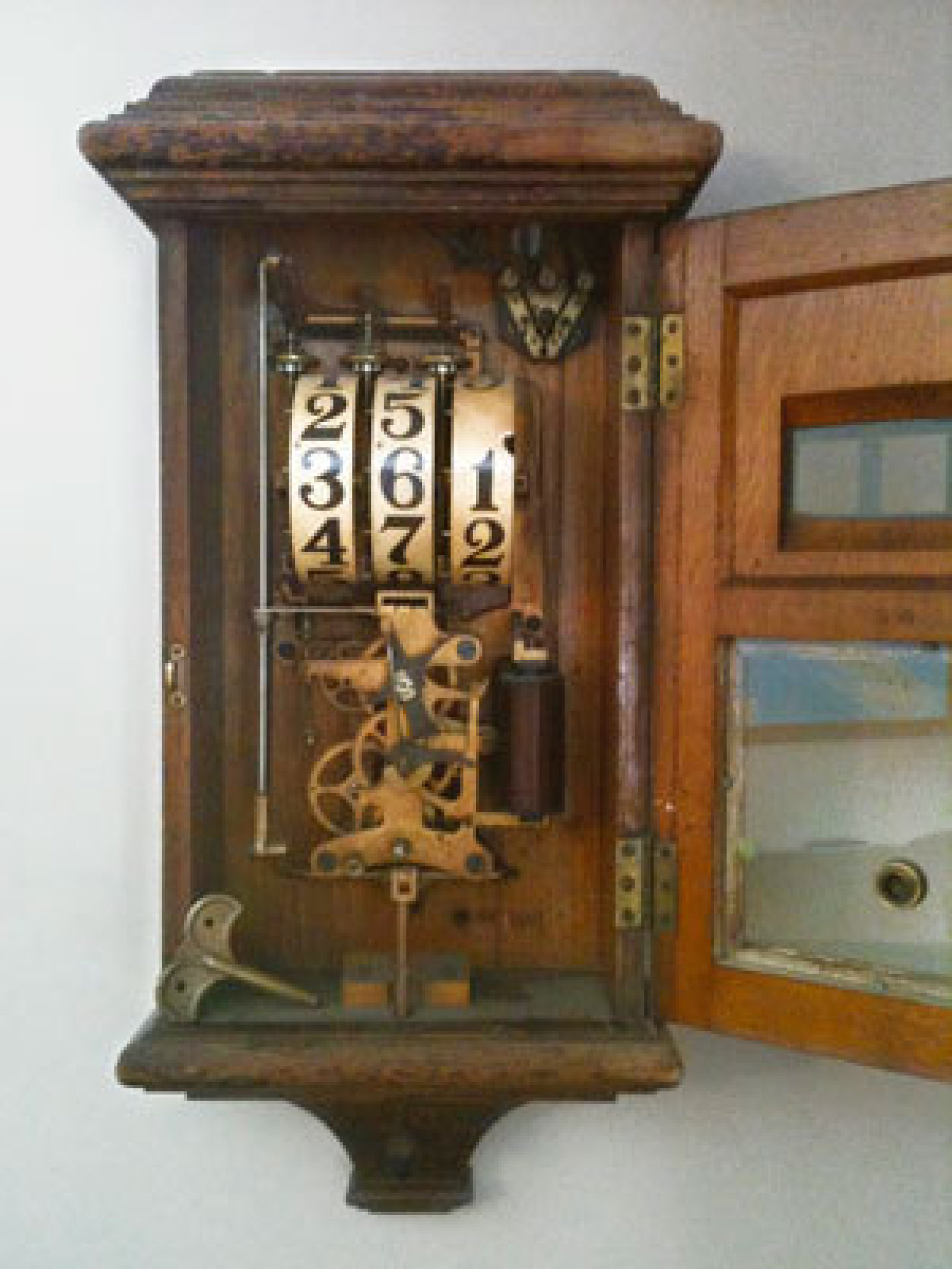 Whats It Worth >> Country Living Appraises Late-19th-Century Fire-Alarm ...