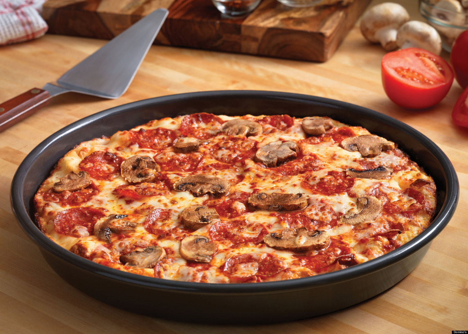 Domino 39 s introduces 39 handmade pan pizza 39 marches in on for Domino pizza