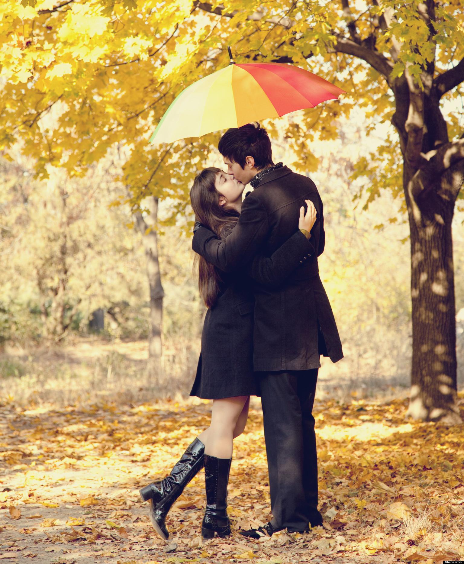 Целуют ноги при прохожих 17 фотография